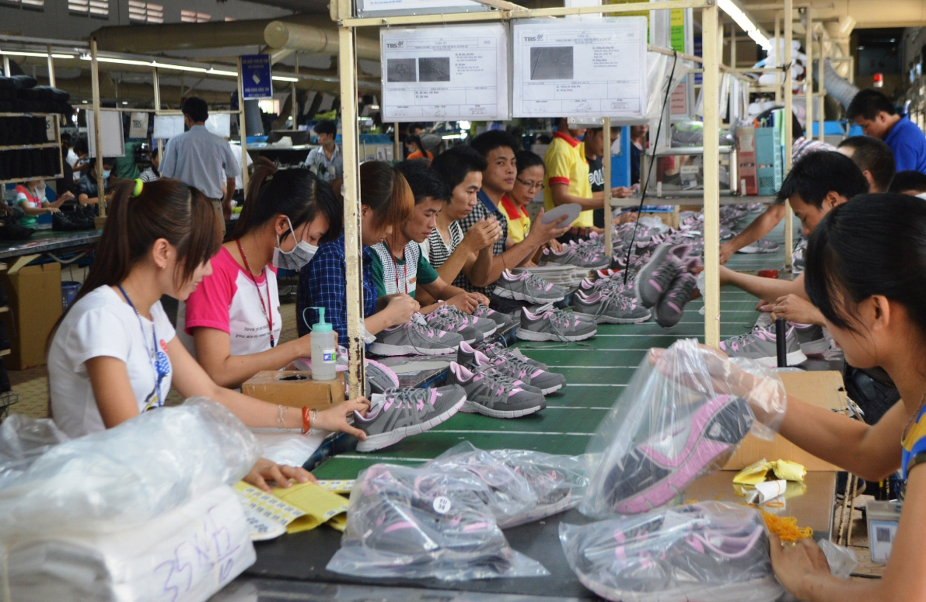 Factory workers in Vietnam making shoes (Van Pham/USAID/Governance for Inclusive Growth program)