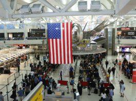 Interior do terminal do aeroporto internacional John F. Kennedy, em Nova York (© Shutterstock)