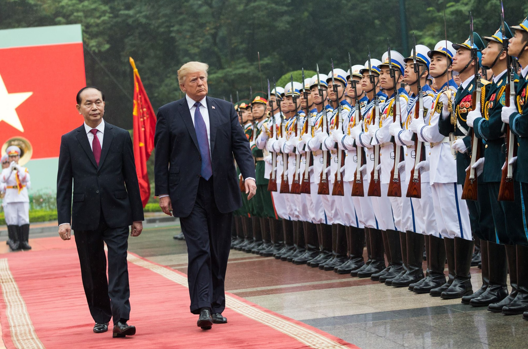 Presidents Trump and Vietnam President Tran Dai Quang attending welcoming ceremony (The White House)