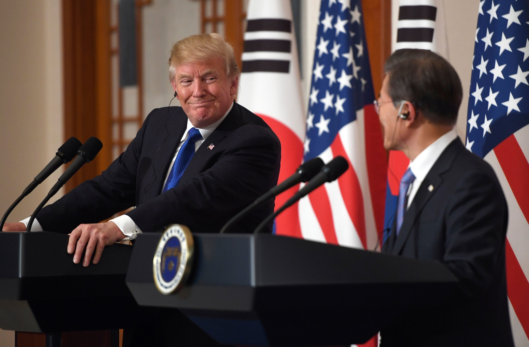 U.S. President Donald Trump and South Korean President Moon Jae-in at lecterns (© AP Images)