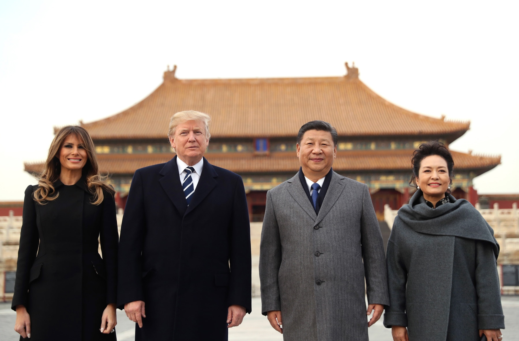 Melania Trump, President Trump, Chinese President Xi Jinping and Peng Liyuan standing together in front of Chinese building (© AP Images)