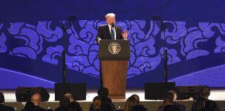 Президент Трамп на трибуне (Anthony Wallance/Pool Photo via AP)