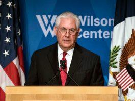 Rex Tillerson at a lectern (© AP Images)