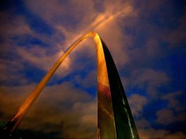 Tall arch lit by golden light (© David Carson/St. Louis Post-Dispatch/TNS via Getty Images)