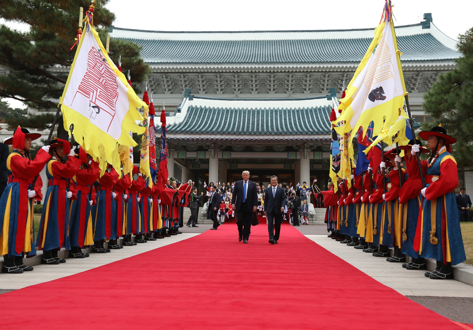 U.S. President Donald Trump and South Korean President Moon Jae-in walking past an honor guard (© SeongJoon Cho/Bloomberg via Getty Images)