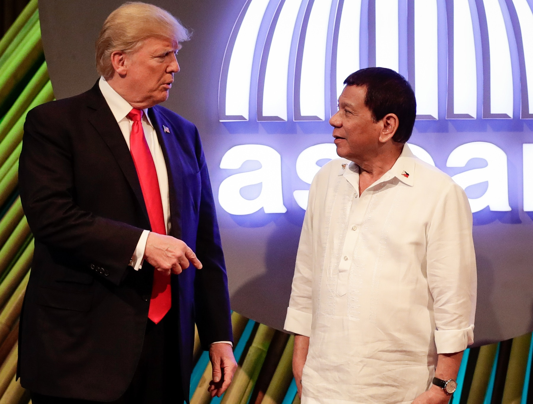 President Trump talking with Philippine President Rodrigo Duterte (© Mark R. Cristino/AFP/Getty Images)