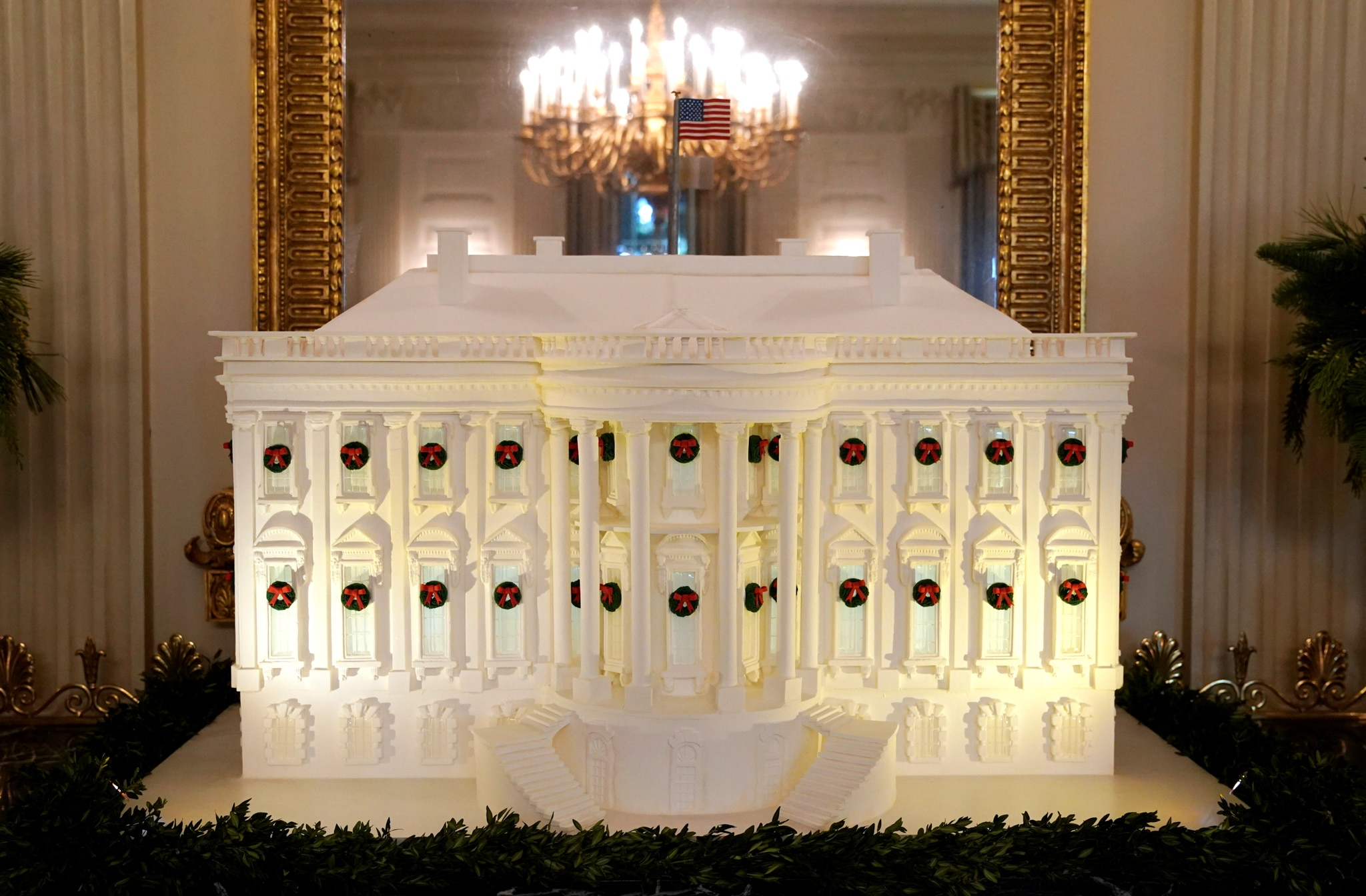 Miniature White House, lit up and sitting in front of mirror (© Kevin Lamarque/Reuters)