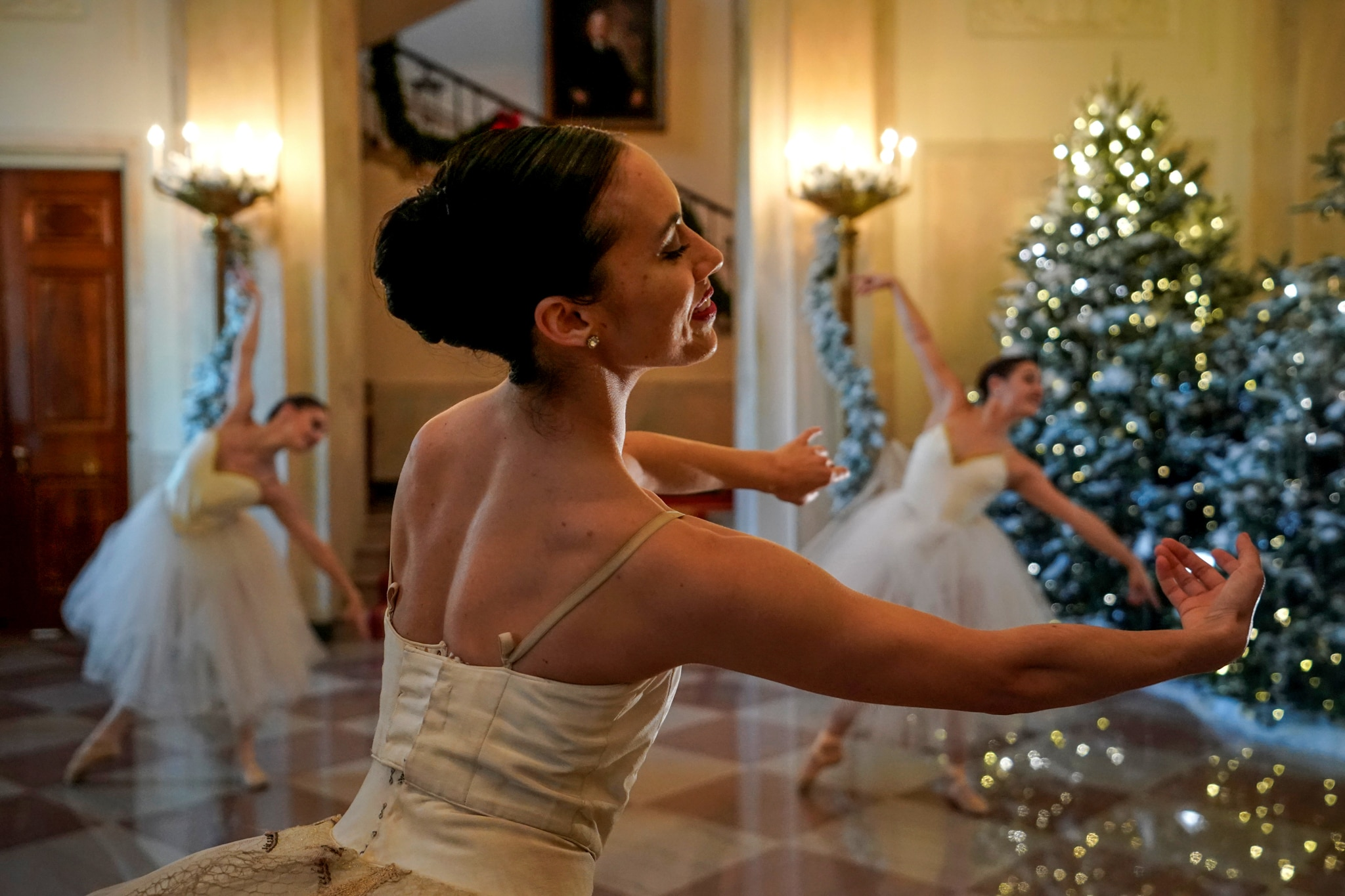 Ballerinas dancing by Christmas trees (© Jonathan Ernst/Reuters)