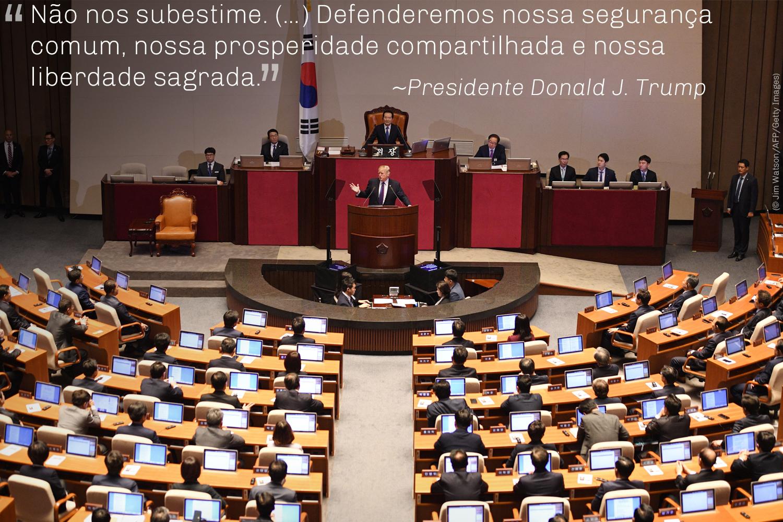 Presidente Donald J. Trump fala na Assembleia Nacional da Coreia do Sul em Seul (© AP Images)