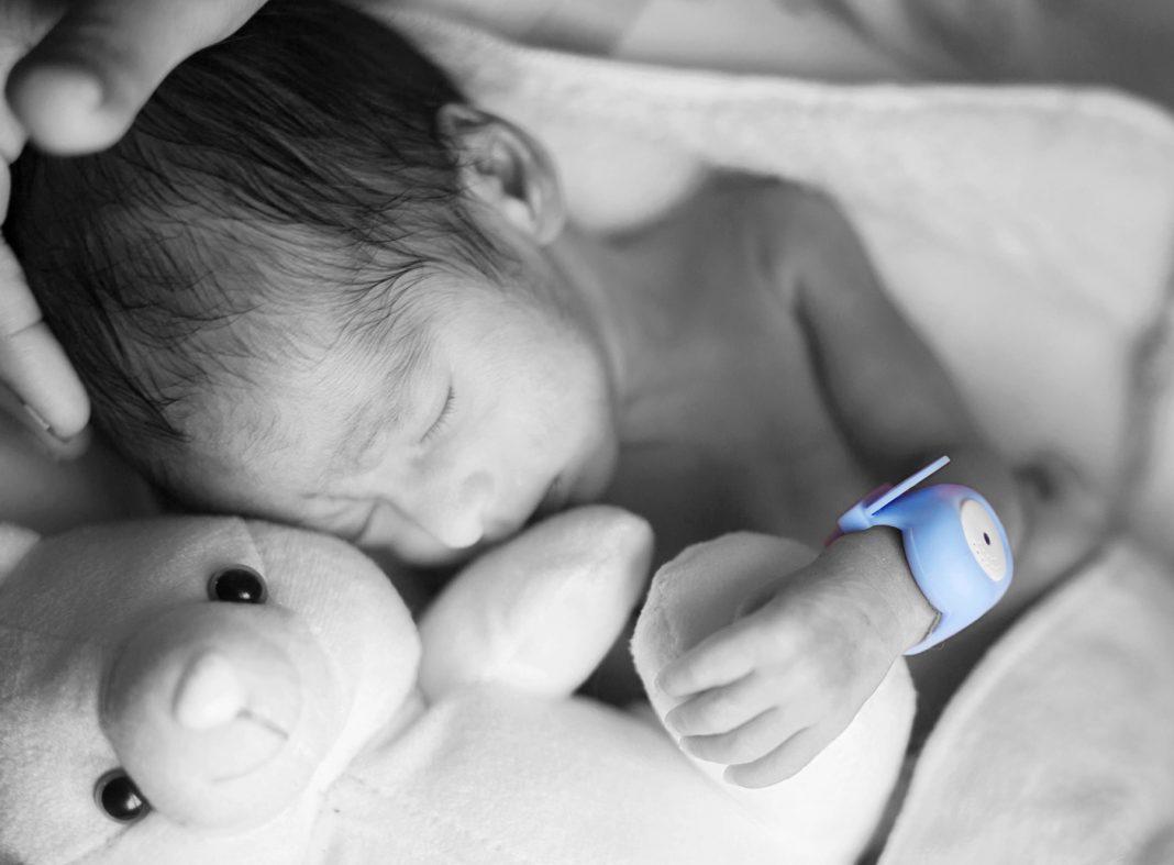Sleeping baby wearing colorful medical bracelet (Bempu)