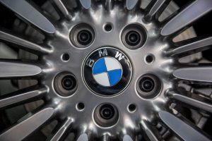 Close-up of BMW logo on hubcap (© Brent Lewin/Bloomberg/Getty Images)