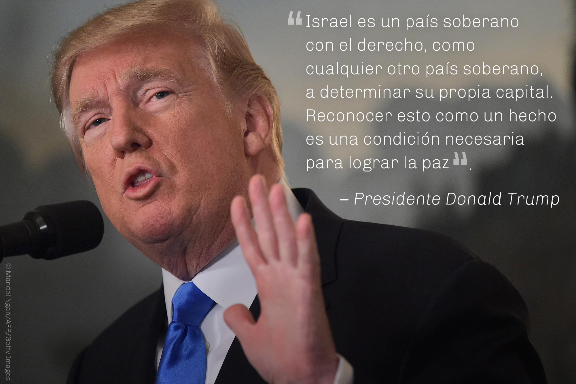 Cita del presidente Trump sobre Israel como país soberano con foto de Trump (© Mandel Ngan/AFP/Getty Images)