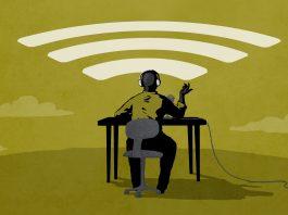 Ilustración de persona sentada con auriculares enviando su mensaje (Depto. de Estado/Doug Thompson)
