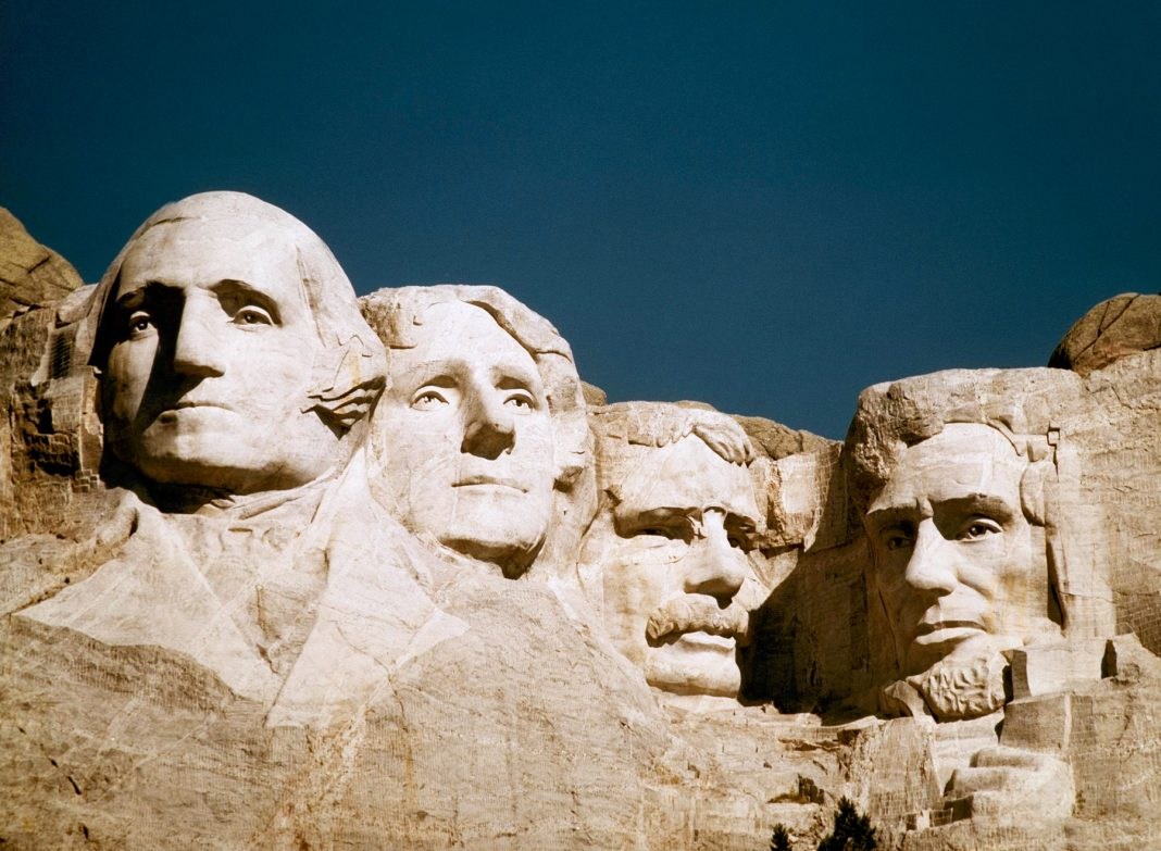 Four heads carved into mountainside (© AP Images)