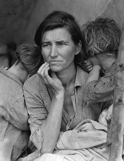 مادری با کودکانش (عکس از کتابخانه کنگره)