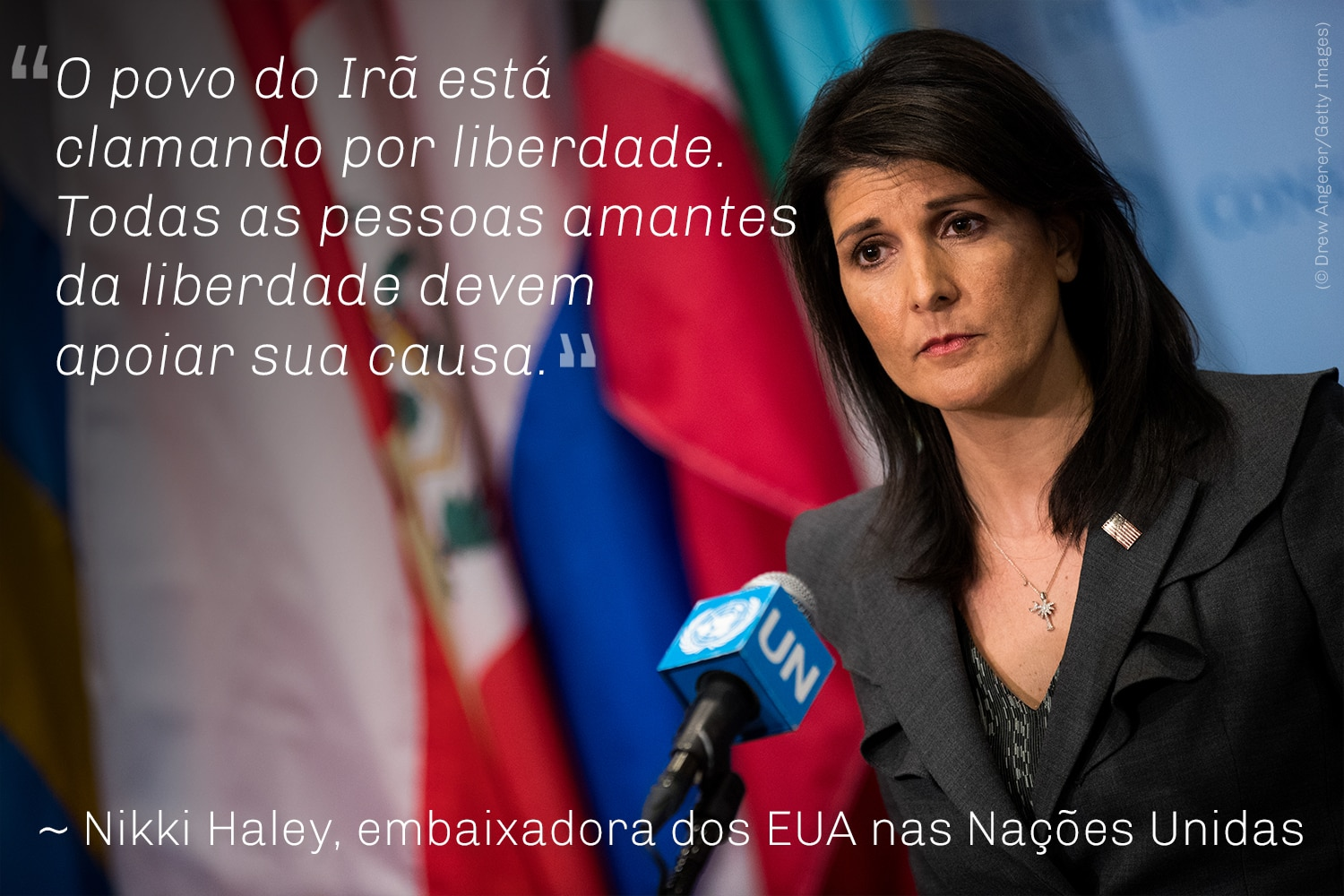 Nikki Haley ao microfone. Citação de Nikki Haley (© Drew Angerer/Getty Images)