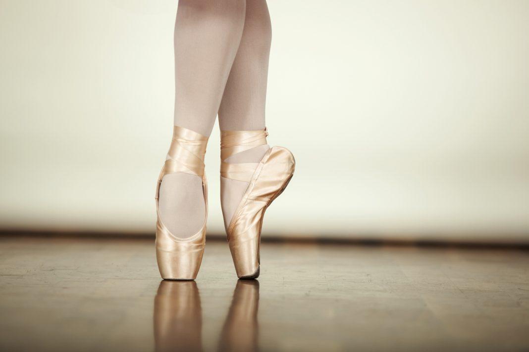 Ballerina standing on pointe in ballet shoes (Shutterstock)