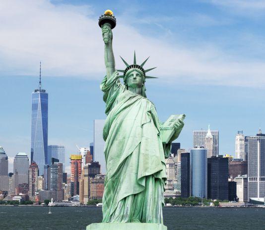 La statue de la Liberté, avec des gratte-ciel en arrière-plan (Shutterstock)