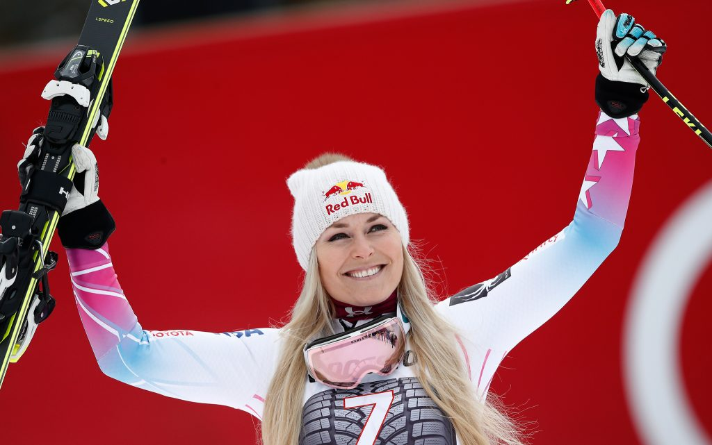 Lyndsey Vonn holding up her skis (© Gabriele Facciotti/AP Images)