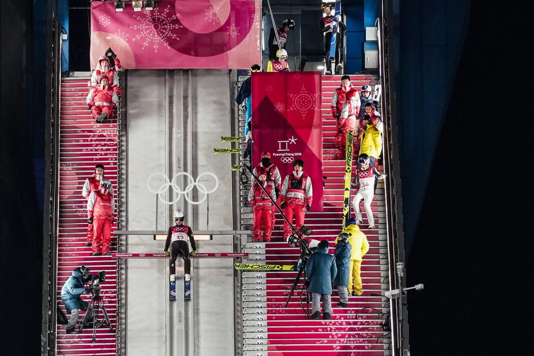 Overhead view of skier waiting on track (© Filipe Dana/AP Images)