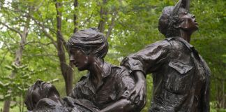 Statue of women nurses (© Joanne Ciccarello/Christian Science Monitor/Getty Images)
