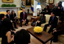 President Donald Trump meeting with North Korean defectors (© Yuri Gripas/Reuters)
