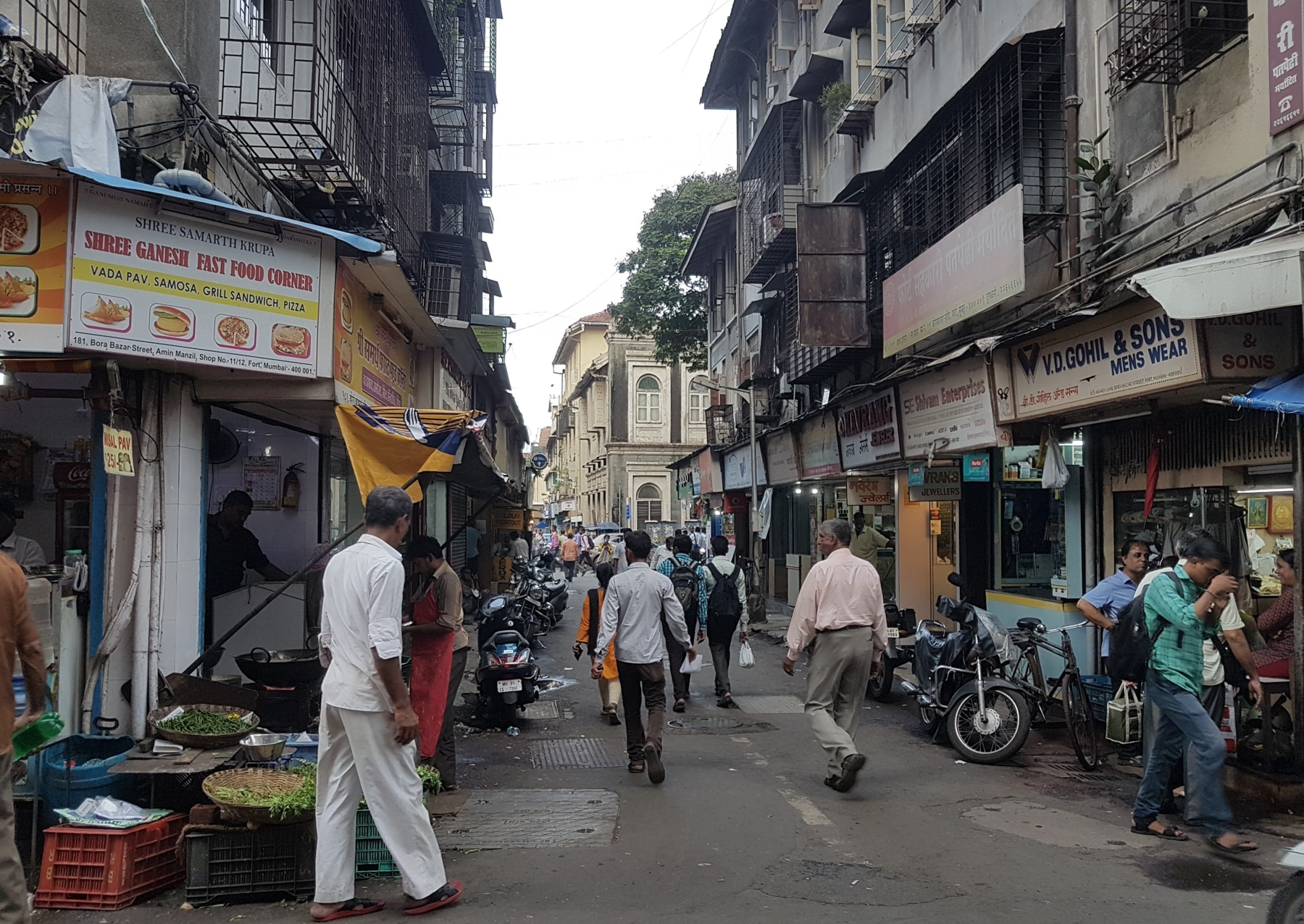 People walking down a street lined with businesses in Mumbai, India (Shutterstock)