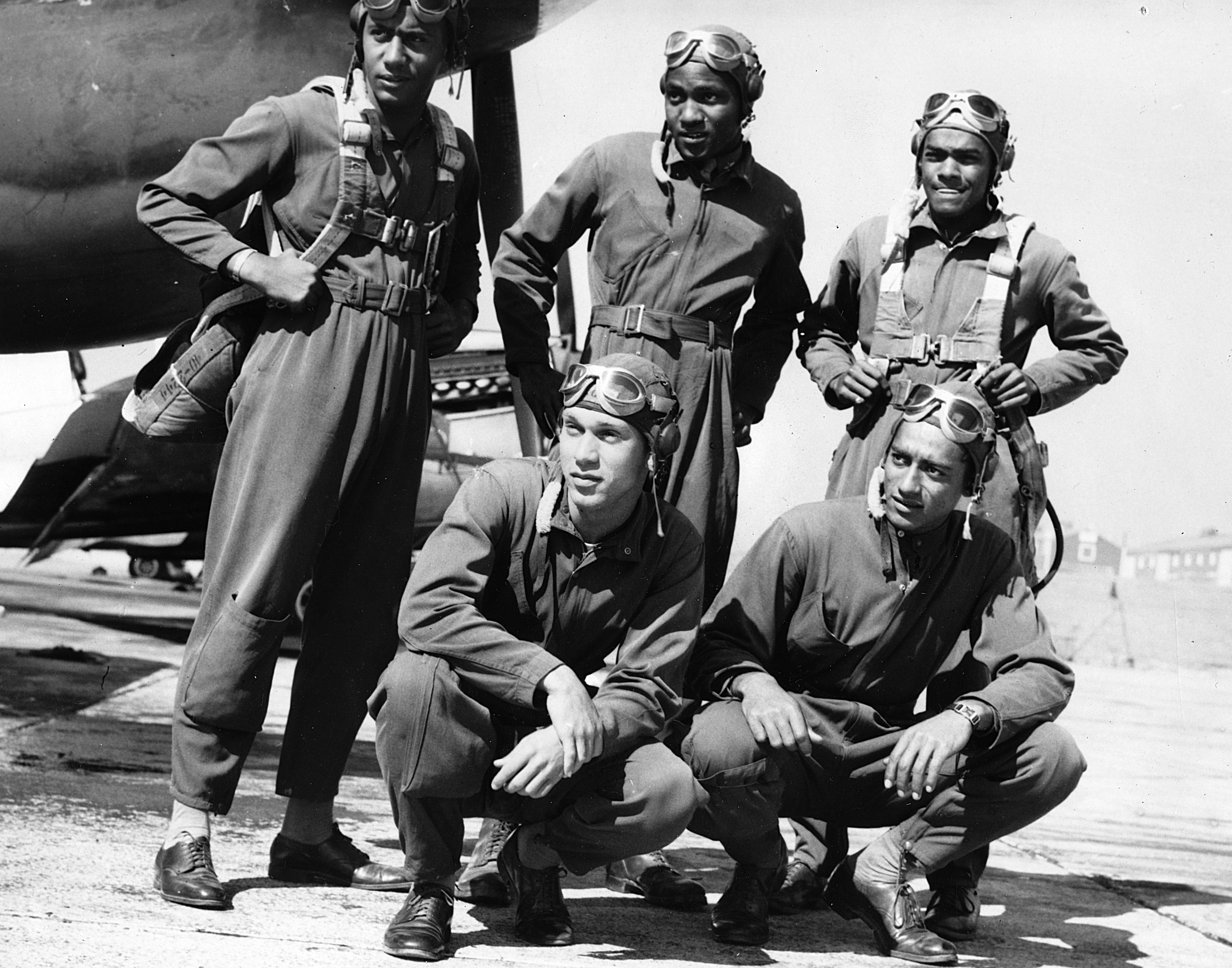 FIve-member aircrew posing before aircraft (© Afro American Newspapers/Gado/Getty Images)