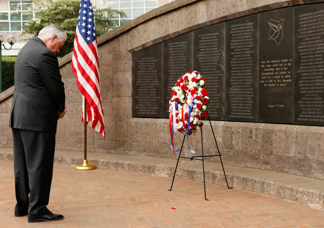 Rex Tillerson bowing his head before wreath at wall (© Jonathan Ernst/AP Images)
