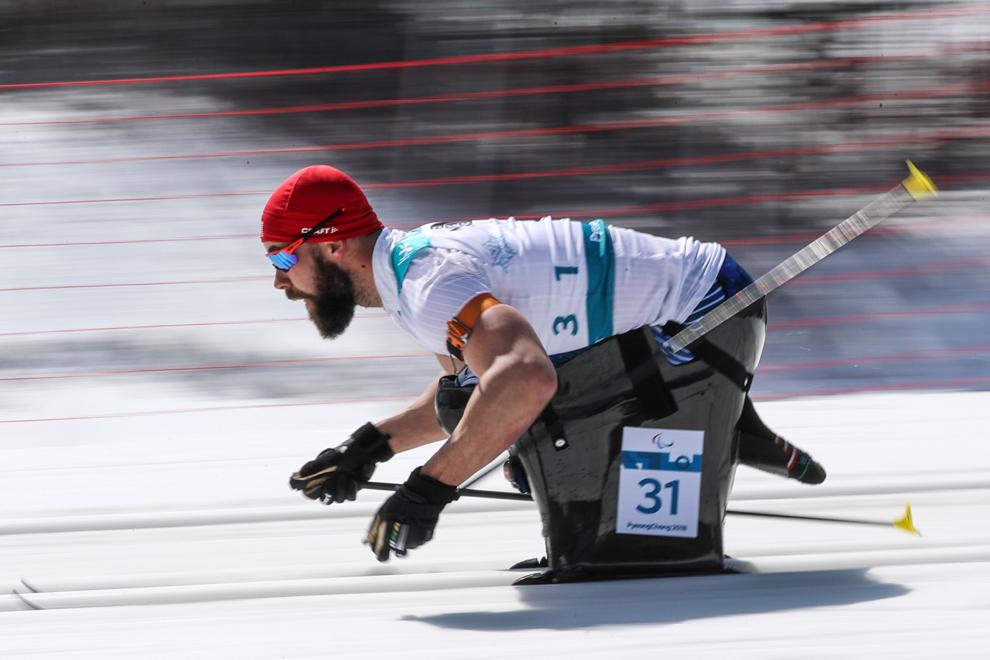 Man on sled (© Ng Han Guan/AP Images)