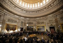 Large rotunda filled with people (© Chip Somodevilla/Anadolu Agency/Getty Images)