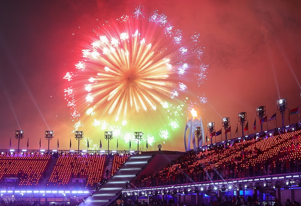 Despliegue de fuegos artificiales sobre un estadio (© Vladimir Smirnov/TASS/Getty Images)