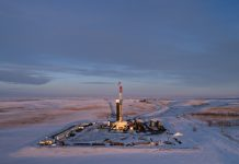Oil drilling rig in snowy landscape (© Daniel Acker/Bloomberg/Getty Images)