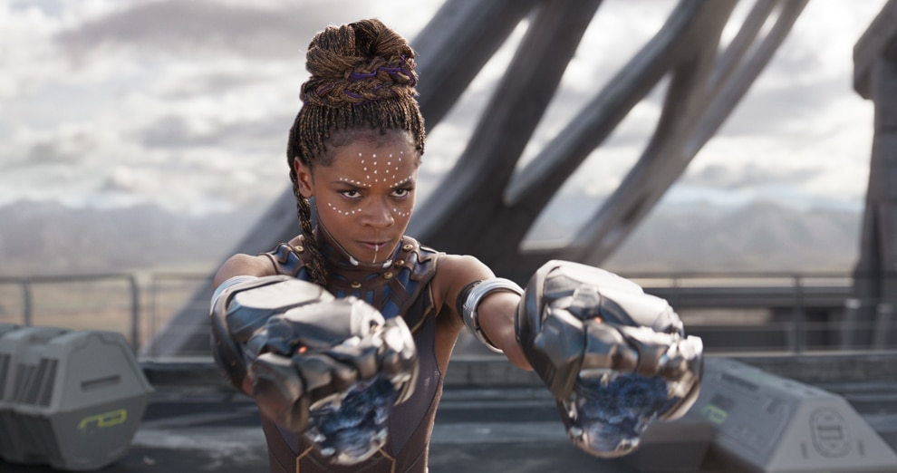 Picture of woman with weapons on her hands (© Marvel Studios 2018)