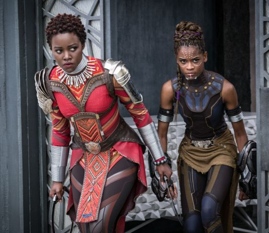 Two women in character costumes (© Marvel Studios 2018)