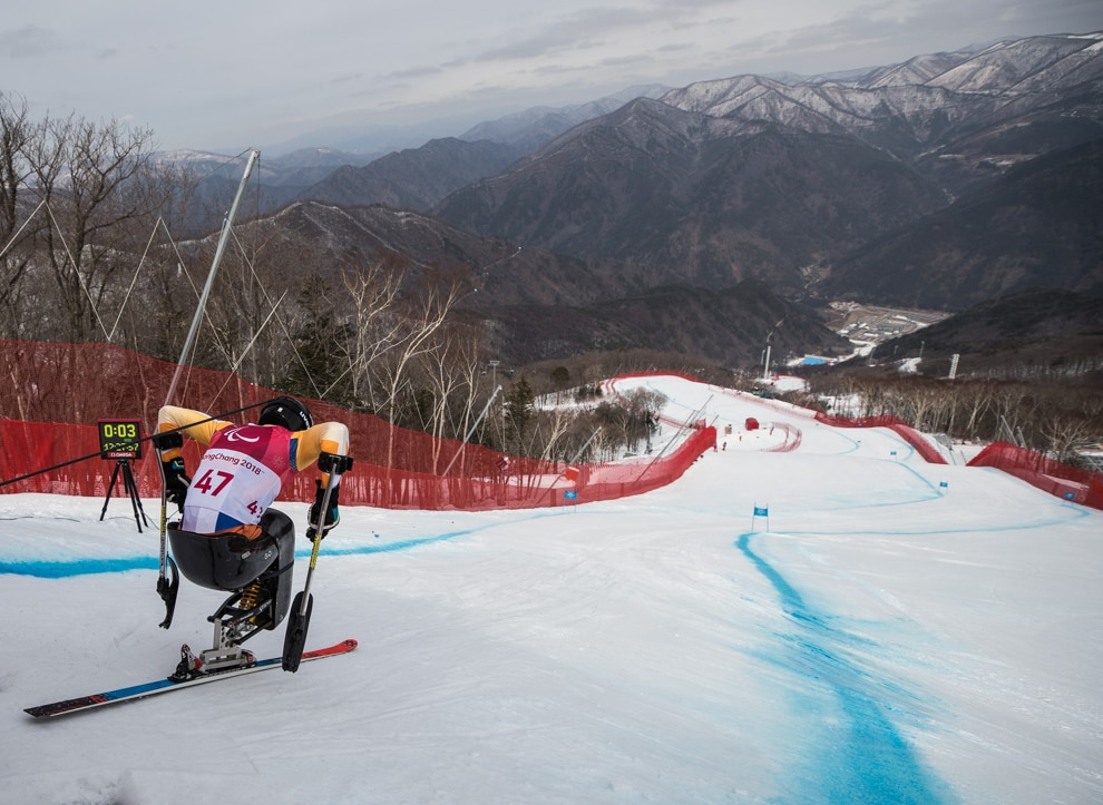 Skier near top of hill (© Simon Bruty/OIS/IOC/Reuters)