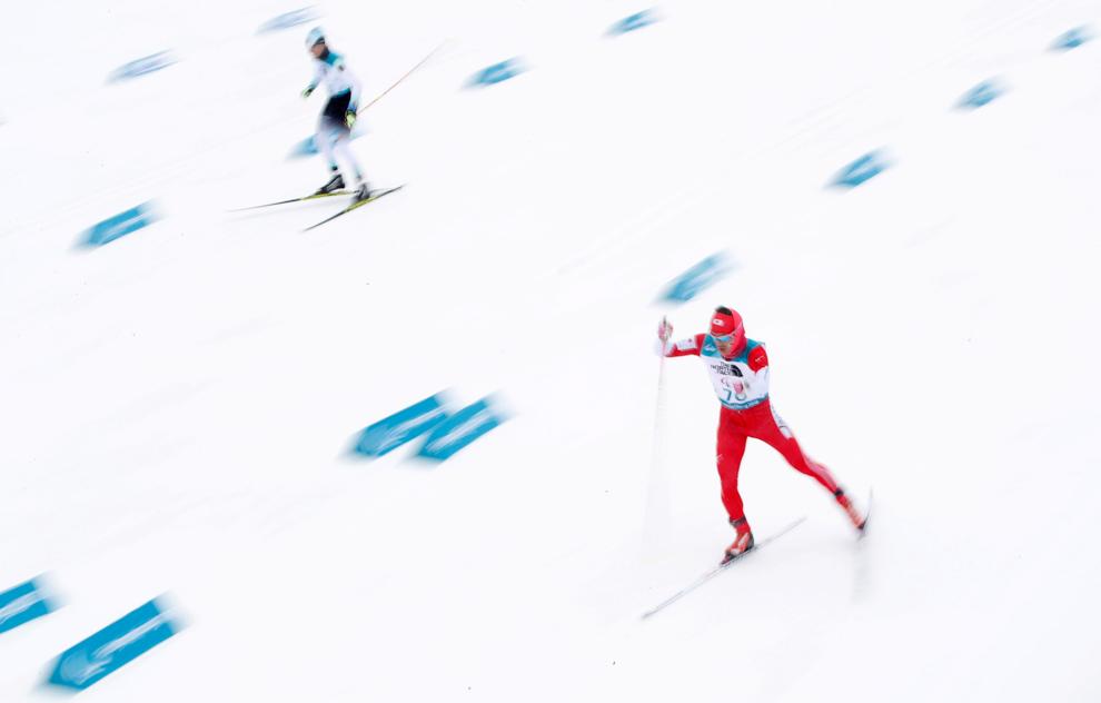 Two skiers in race (© Carl Recine/Reuters)