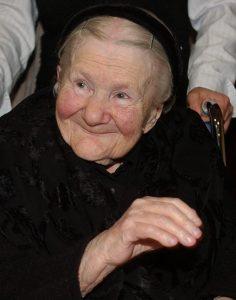 Irena Sendler, sitting and smiling (© Alik Keplicz/AP Images)