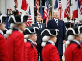 Macron e Trump passam em revista a guarda militar (© Pablo Martinez Monsivais/AP Images)