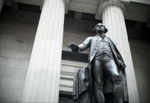 Estatua de George Washington (© Image Source/Alamy)