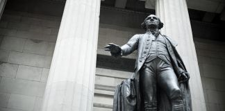 Estátua de George Washington (© Image Source/Alamy)