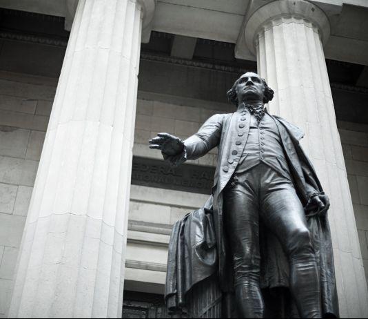 George Washington statue (© Image Source/Alamy)