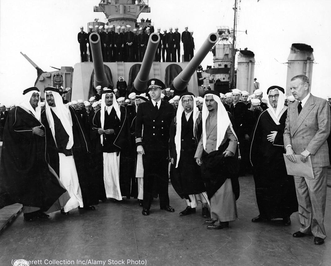 Group of men on battleship (© Everett Collection Inc/Alamy Stock Photo)