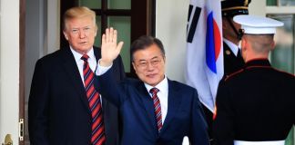 President Trump and Moon Jae-in with guard (© Manuel Balce Ceneta/AP Images)