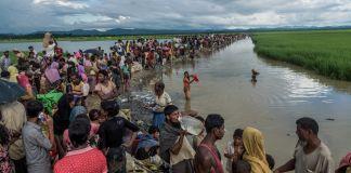 Hundreds of people walking along river (© Stringer/Anadolu Agency/Getty Images)