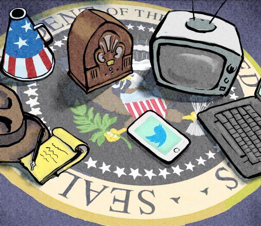 Bloco de notas e chapéu de repórter, megafone, rádio, tevê, laptop e telefone sobre brasão presidencial (Depto. de Estado/Doug Thompson)