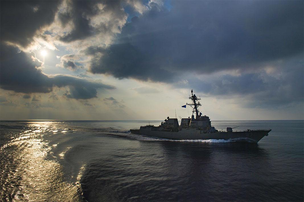 Buque en mar abierto (Armada de EE. UU./Morgan K. Nall)