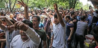 A mass of protesters (© Iranian Labor News Agency/AP Images)