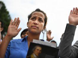 Woman raising her hand to take an oath (© Matt McClain/The Washington Post/Getty Images)
