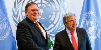 Mike Pompeo and António Guterres shaking hands in front of blue flags (© Kena Betancur/Getty Images)